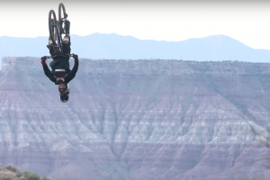 Illustration : [VIDEO] Red Bull Rampage - Le double back flip du rider Antoine Bizet en caméra embarquée