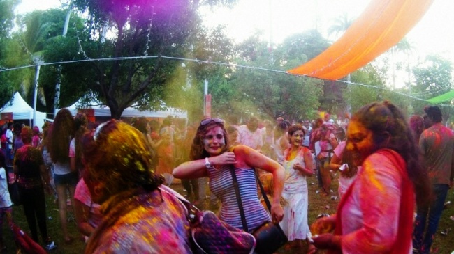 Festivit s du nouvel an tamoul saint denis holi donne for Au jardin des couleurs