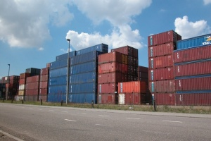 Illustration : Embouteillages en vue au port, rupture de stocks et augmentation des prix