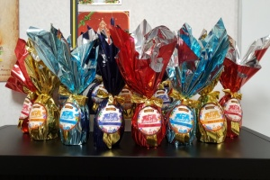 Illustration : Mascarin va distribuer des chocolats aux personnels soignants