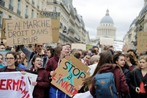 Illustration : Climat: des milliers de manifestants défilent à travers la France