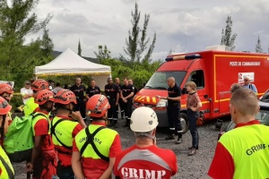 Illustration : Sainte-Rose : un exercice de secours en sites souterrains grandeur nature