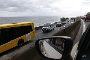 Illustration : Les accidents se succèdent sur la route du littoral basculée