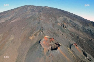 Illustration : Piton de la Fournaise : Le volcan sous pression