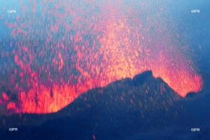 Illustration : Piton de la Fournaise : le spectacle se poursuit ce week-end