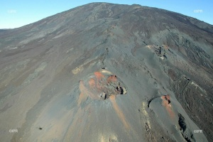 Illustration : Piton de la Fournaise : passage en phase de vigilance