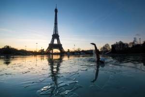 Illustration : Le Grand Bleu en clandestin dans les eaux grises de Paris