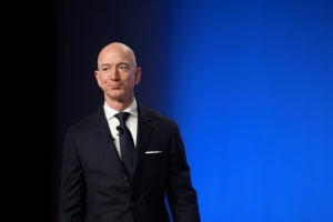 Illustration : Jeff Bezos accuse le tabloïde National Enquirer de chantage