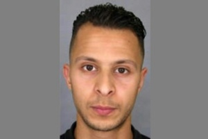 Illustration : La traque de Salah Abdeslam se poursuit, certains assaillants encore inconnus