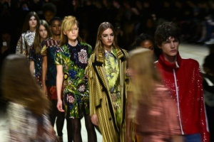 Illustration : Fashion Week de Londres: Burberry brasse les cultures, Kane voyage dans l'étrange