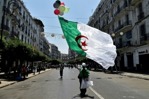 "Illustration : A Alger, les manifestants fustigent le ""panel de médiation"""