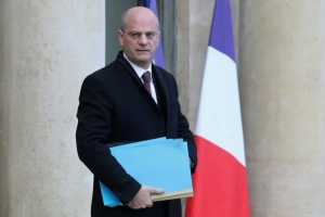 "Illustration : Blanquer réfléchit à sanctionner les parents ""complices"" d'élèves violents"
