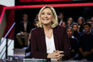 "Illustration : Marine Le Pen se pose en ""cheffe de l'opposition"" sur France 2"