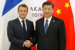 "Illustration : La Chine accueille ""l'ami"" Macron mais met en garde sur Hong Kong"