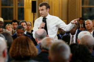 Illustration : Macron porte le grand débat en banlieue, la question du référendum sur la table