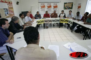 "Illustration : Les syndicats disent ""non"""